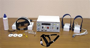 """Аппарат АМО-АТОС-Э с бегущим магнитным полем и электростимуляцией для транскраниальной электростимуляции и магнитотерапии (с приставкой """"Оголовье"""" и парным призматическим излучателем)"""