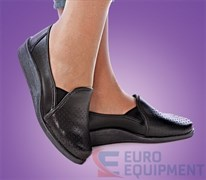 Туфли женские кожаные с задником черные