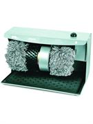 Машина для чистки обуви GASTRORAG JCX-12 электрическая, ножное управление, контейнер для крема с дозатором, 1 щетка для чистки, 2 щетки для полировки из терилена, резиновый коврик для чистки подошв, материал корпуса - окрашенная сталь